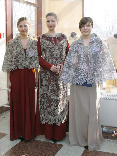 Фото красивых вологодских девушек в кружевных нарядах