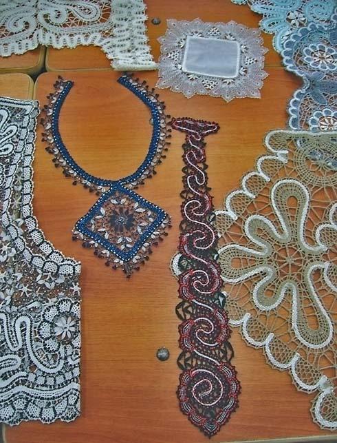Кружевные галстук и колье с использованием бисера